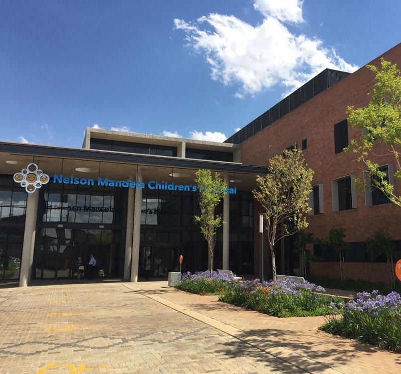 南非国家医学中心医院货物运送儿科检查台!